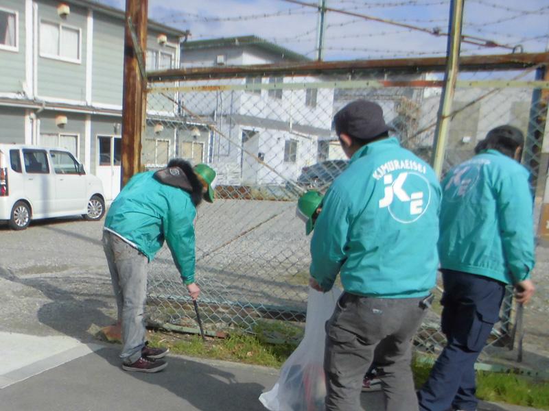 ボランティアで工場周辺の清掃